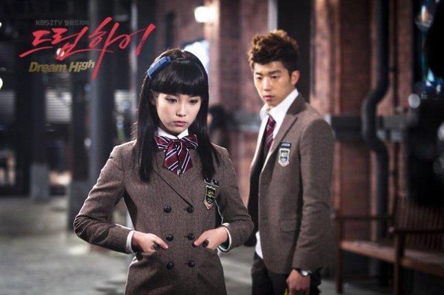IU-as-Kim-Pil-Sook-dream-high-19585742-650-433